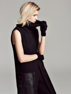 黑色高领无袖毛衣