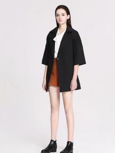 曼娅奴黑色五分袖外套