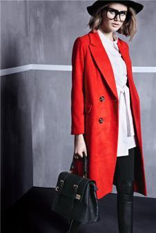 席薇亚红色修身毛呢大衣