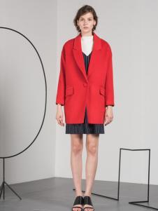 蓝色倾情红色中长款外套