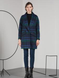蓝色倾情格纹韩版大衣