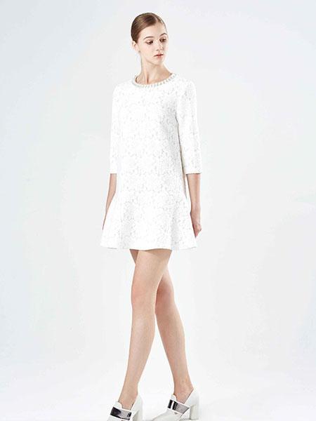 保时霓白色打底连衣裙