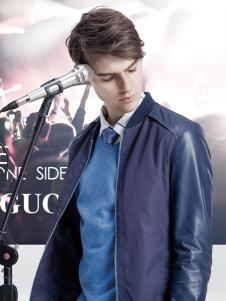 它钴蓝色夹克外套