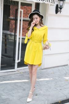 2017年佰伊春夏新款黄色收腰修身连衣裙