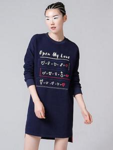 初语新款印绣套头长袖卫衣连衣裙