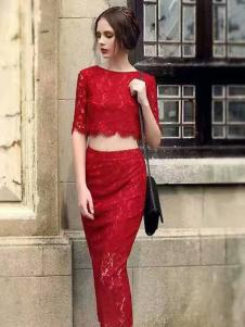 色弋瑞红色时尚连衣裙套装
