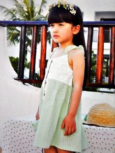 的纯绿色A字连衣裙
