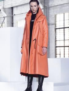 埃文女装秋冬款橘红色长款大衣