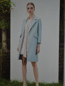 金蝶茜妮蓝色呢外套