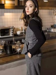 葆斯奴女装灰色套装