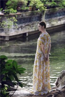 EDISA伊缔莎2017年春夏新品极净初生系列图案长裙