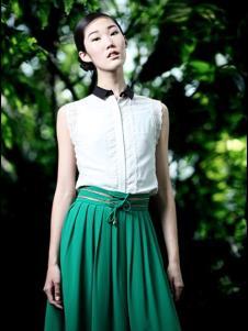 DILI女装绿色褶裙