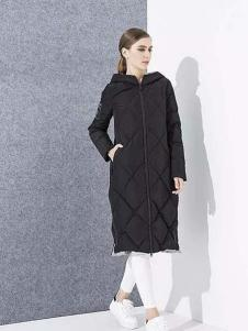 爱博·琼斯女装黑色格纹长款羽绒服