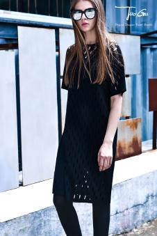 2017年拓谷春夏新品黑色镂空两件套裙