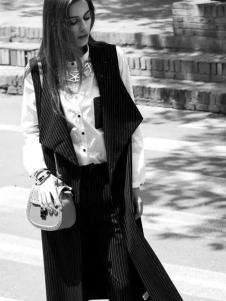 尹红女装秋冬款黑色条纹马夹