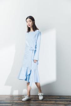 2017一席之地春夏新品蓝色收腰连衣裙