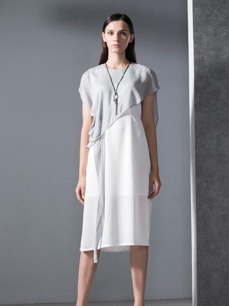 乔帛女装春季短袖连衣裙