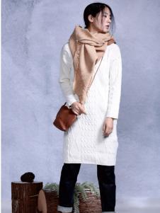 依丁可唯时尚白色长款针织