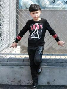 布衣草人童装黑色印花撞色T恤