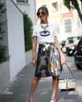 时尚看客闯米兰 时装周街头个性潮包惹眼球