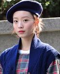 首尔时装周秀场外街拍 型人玩转帽子戏法