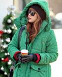 羽绒服+铅笔裤 冬日保暖更显瘦