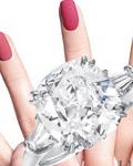 情人节的美甲艺术帮你完美秀出订婚戒指