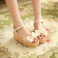 蕾絲鞋中跟露趾涼鞋