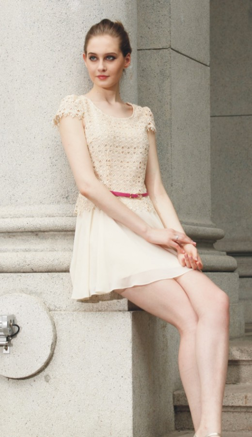 深圳让爱女装高贵、优雅、知性、大方展现女人最美的时刻