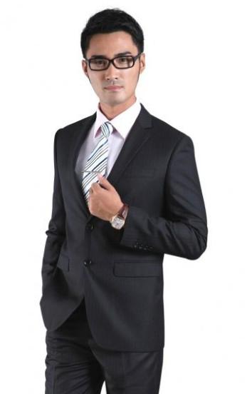 品牌升級低價清倉處理男女西服,西褲,西裙,襯衫有意者請盡快聯系