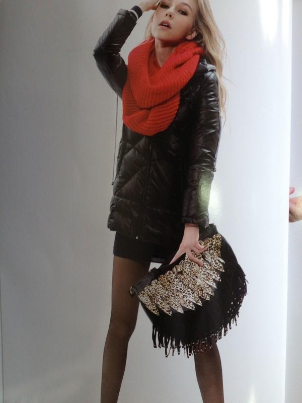 基于專業時尚音調  H-X韓軒品牌折扣女裝