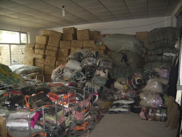 我公司紧急收购各种库存服装回收欢迎致电
