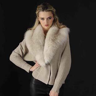 阿卡萨女装融合法国时装的精致与摩登。