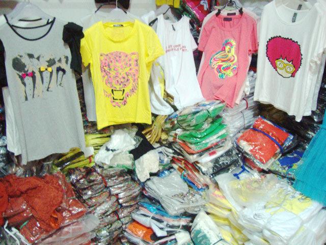地攤服裝貨源低至3元供應雜款女裝短短袖