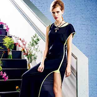 时尚率真的玛克茜妮,束缚中的自由...