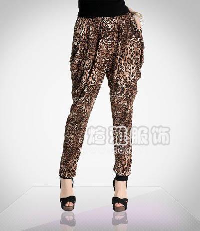 夏季时尚女装休闲裤批发沙河超便宜的女装t恤批发