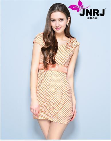 加盟江南人家时尚女装感受品牌的魅力,让你轻松掌握最新流行资讯