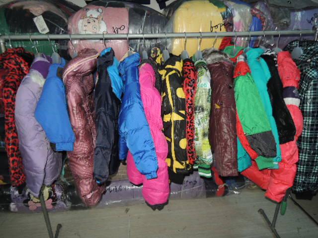 外贸原单,品牌尾货,一手货源,男女装童装品种齐全 仓库常年直供男女款外贸服装欢迎实地看货,超大外贸库