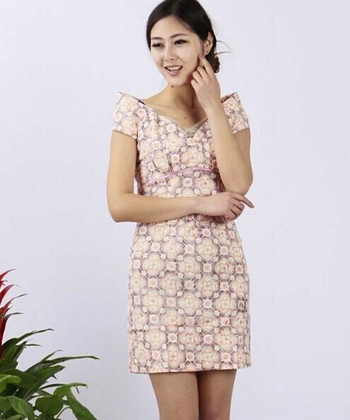 """选择""""西子丝典""""女装品牌折扣店,选择成功的未来"""
