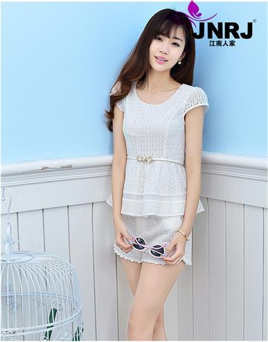江南人家精品女装折扣,为您演绎夏季时尚,引爆异世界的典范