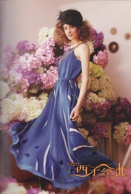 西子丝典折扣女装吸收世界时尚文化的精华,不断创新求变,也赢得不少消费者的认同和喜爱
