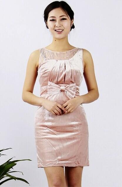 【西子丝典】服饰一直致力于演译女性时尚的梦想。为具有创意精神,聪敏自信的时尚女性而打造。