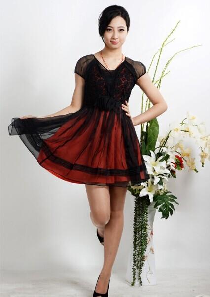 西子丝典折扣女装风格、款式以时尚精典为主