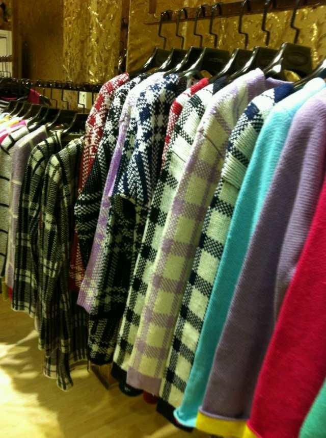 厂家团购女装货源服装厂一手批发代发可授权,女装工厂商场服装加盟