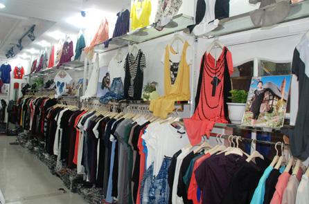 北京外贸尾货服装批发,厂家直销一手货源品种丰富上百款式供选择