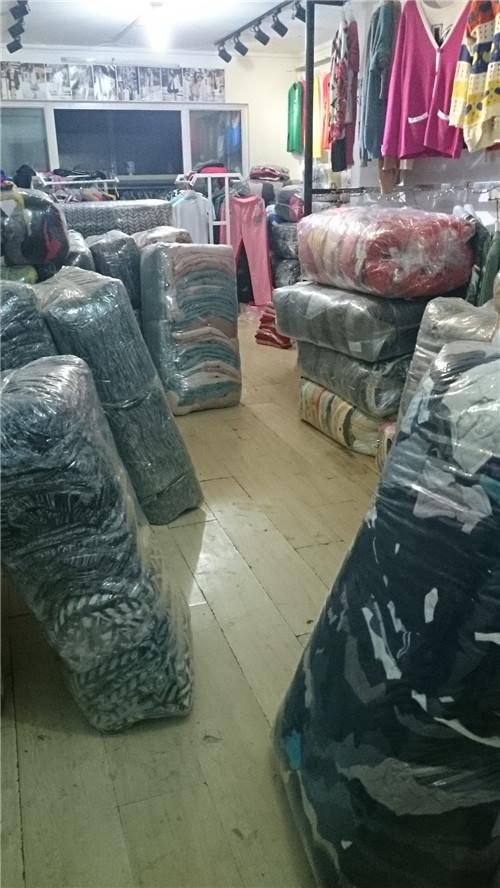 大量男女装秋冬装到货,童装,中老年装低价批发