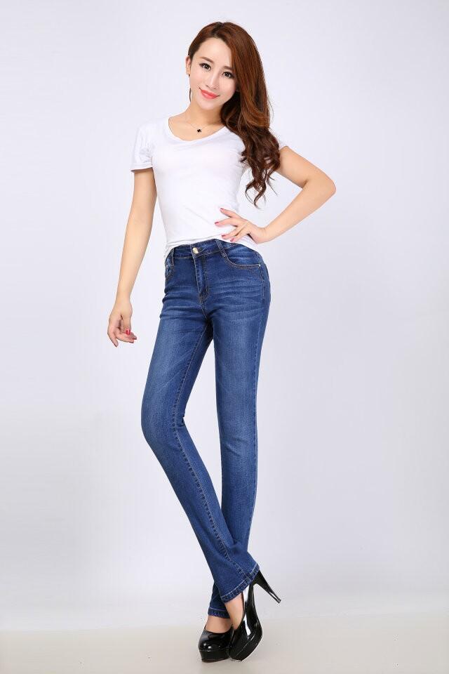 厂家直批经典时尚能自由运动的洁松牛仔裤