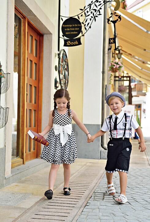 国际时装推崇的流行—时尚黑白服饰【M&Q大眼蛙】时尚童装诚邀加盟