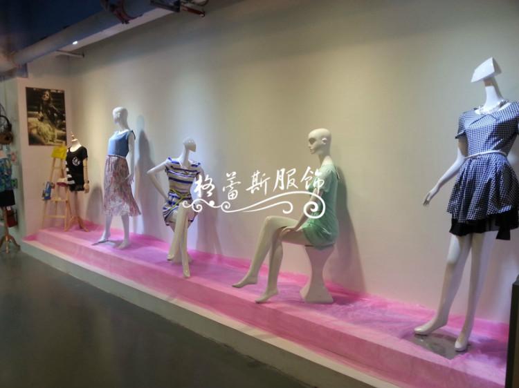 深圳简单主题三彩折扣品牌女装诚邀加盟