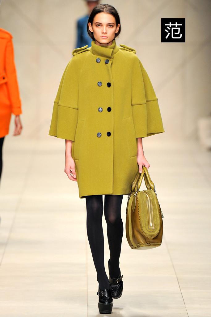 欧美版女装时尚品牌坚持自主服装批发